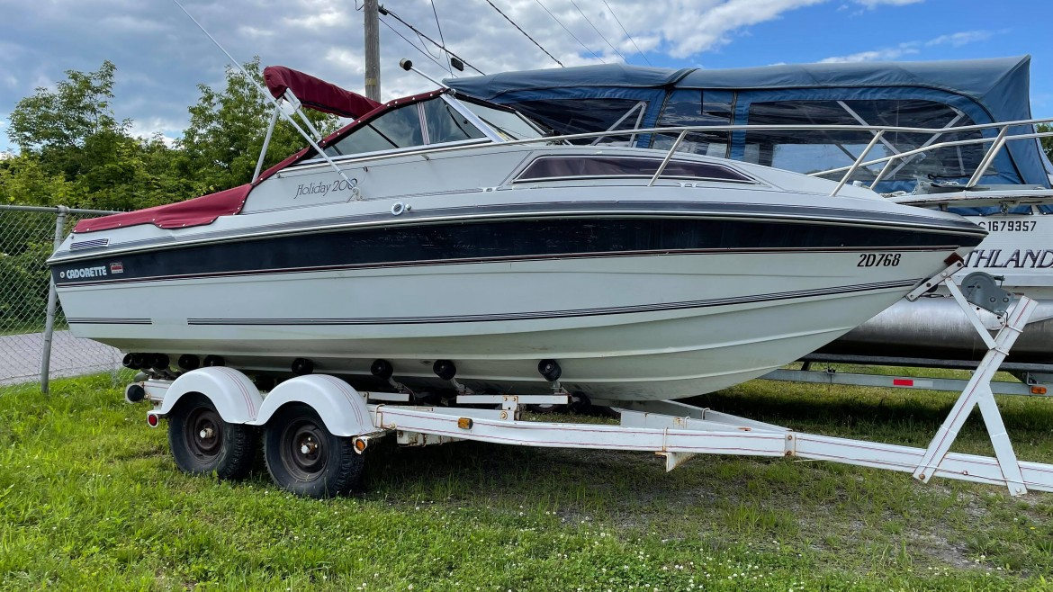 """•Boat Cadorette Holiday200 *1989*<br><span style=""""color: 58b9ee;"""">12 000$ no taxes</span>"""